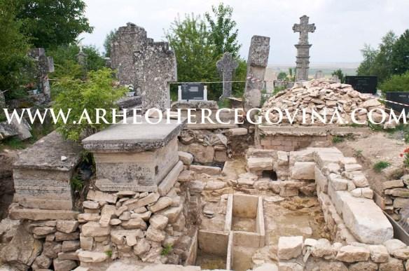 Predromanička crkva Sv.Petra u mjesnom groblju Rapovine, Livno