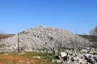 Bronačnodobni tumul visine 3 m i promjera baze 20 m
