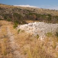 Primjer tumula oštećenog zbog izgradnje prilaznog puta, Čapljina