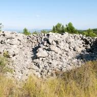 Primjer bunkera u kamenom nasipu tumula, Ljubuški