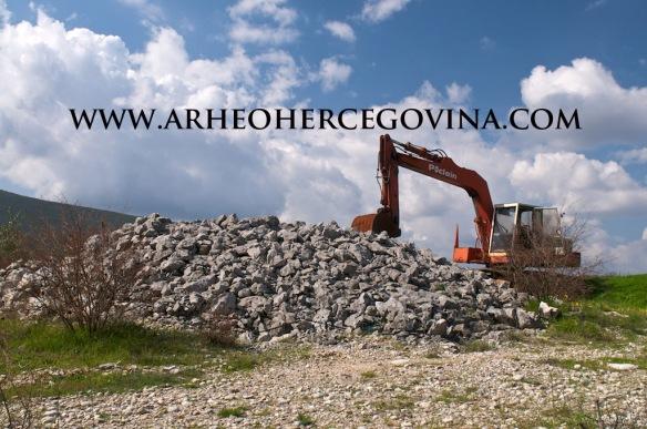 Primjer devastacije nadgrobnog kamenog tumula