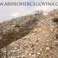 Rov kroz kameni nasip tumula poznatijeg kao Šatorova gomila