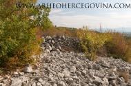 Južni vanjski bedem gradinskog naselja Guvnine, presječen recentnim suhozidom