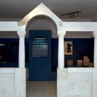 Rekonstrukcija oltarne pregrade predromaničke crkve u stalnom postavu zbirke.