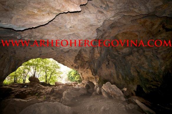 Unutrašnjost  Ravlića pećine
