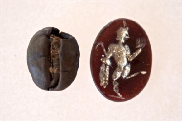 Gema od jantara s prikazom Boga Silvana (foto M.Rašić)