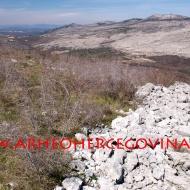 Pogled prema sjeverozapadu na Osoje, Umac i Šipovac (Križevac).