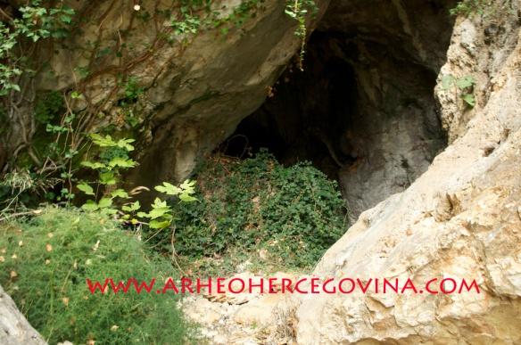 Ulaz u Šabića pećina