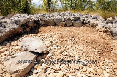 Grobnica 2 tijekom arheološkog istraživanja