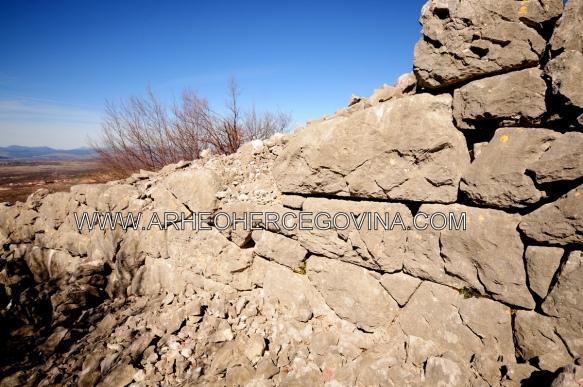 Megalitski bedem Martinovića gomila