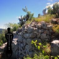 Urušeni bedem na sjevernoj strani utvrde Kosmaj.