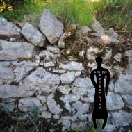 Bedem od amorfnog vapnenca i žbuke, rimska utvrda Kosmaj.