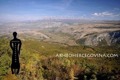 Pogled s gradinskog lokaliteta Ograđ na izvor Bunice i Malo Polje