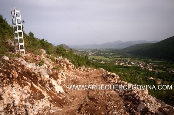 Južni pristupni put gradina Osoje, Zvirovići